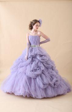 No.08-0059 スモーキーなラベンダー色のドレスはたっぷりのチュールでこの上なくゴージャス!ラブリーなデザインも、落ち着いた色合いと透明感のある素材使いでクールでシックな大人の顔に