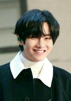 V Taehyung, Taehyung Smile, V Bts Cute, V Cute, I Love Bts, Jimin, Bts Bangtan Boy, Bts Memes, V And Jin