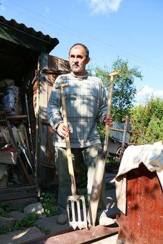 ЧЕЛОВЕК, КОТОРЫЙ САЖАЕТ ДЕРЕВЬЯ. Три истории Гусмана Минлебаева.