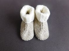 This Baby Hug Boots Free Knitting Pattern are a great unisex pattern that's very quick and easy to make. Make one now with the free pattern provided by the link below. Baby Booties Knitting Pattern, Baby Boy Knitting Patterns, Baby Hats Knitting, Baby Patterns, Free Knitting, Crochet Patterns, Kids Knitting, Knitting Socks, Knitted Baby Boots