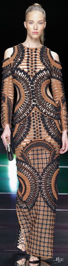 Spring 2016 Ready-to-Wear Balmain - Now this needs some curves to fill it in....