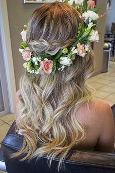 28 Trendy Wedding Hairstyles for Chic Brides Soft Waves + Flower Crown = Gorgeous Bridal Half Updo New Bridal Hairstyle, Flower Crown Hairstyle, Best Wedding Hairstyles, Crown Hairstyles, Bride Hairstyles, Pretty Hairstyles, Flower Hairstyles, Beach Hairstyles, Crown Flower
