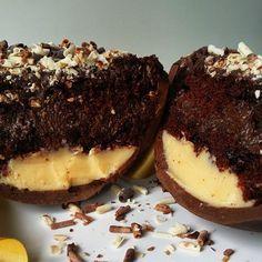 Ovo recheado de brigadeiro de Nutella e leite ninho com bolo de chocolate meio amargo da Atelier Gourmet (de R$ 40 a R$ 65)