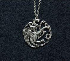 Collier Pendentif got 3 Dragons Drogon de Daenerys Targaryen Game of Thrones Iron Throne, Fandom Fashion, Jason Momoa, Pretty Little, Latest Fashion, Game Of Thrones, Daenerys Targaryen, Geek Stuff, Pendant Necklace