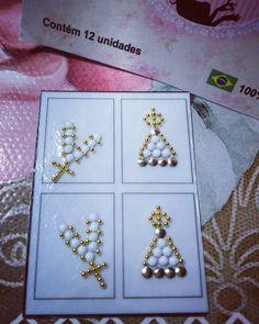 Modelo Nossa Senhora Branca - Joia Srta. Cutícula - Película em gel. Empenhadas em Diivar vc!!! Nail Jewels, E Design, Nails Inspiration, Pedicure, Projects To Try, Nail Designs, Nail Art, Glitter, Jewelry