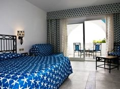 IMHO, keeping with one particular pattern (ie: stars) and repeating it around the room looks pretty modern.  Agree?  Americana Decorating - Blue Stars Bedroom