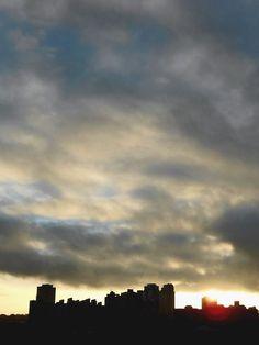Foto de Luiz de Campos Jr - sp, 6h19 [hv] - sol 0capricórnio38; lua minguando em 24leão31. enquanto isso, aqui na terra... é verão! bonsdias (: — em Butantã  -São Paulo (sic)