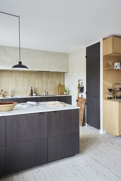 The Ikea kitchen has been upgraded with smoky oak fronts, a white marble countertop and vertical tiles in a light beige tone. See this wooden kitchen in a Nordic style. Wooden Kitchen, Ikea Kitchen, Nordic Style, Light Beige, White Marble, Cool Kitchens, Tiles, Furniture, Beautiful