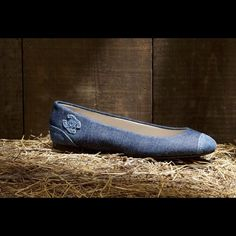 CHANEL wash denim ballerina flat with cap toe CHANEL wash denim ballerina flat with cap toe Embroidered Chanel signature logo and rubber sole wore just a couple of times PRISTINE CONDITION I will show authentification code picture to serious buyer, just ask CHANEL Shoes Flats & Loafers