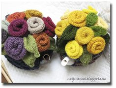 Knitted Tea Cosy...adore these colours