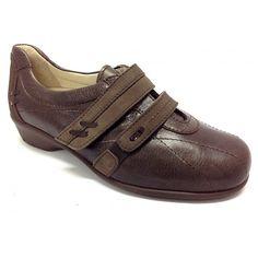 Zapato de la marca Drucker de gran confor.Todo fabricado en pieles de primera calidad.Plantillas extraibles.Ancho 8.Piso de poliuretano antideslizante y de una altura ideal para caminar y caminar.Los pespuntes a tono, le dan un aire más sport y diferente.Gracias a los velcros en la pala, el zapato puede dar un calce adecuado a cada pie, y de esta manera adaptarse a las necesidades de cada usuario.Tallas desde el 35 al 41.Colores, negro y marrón.