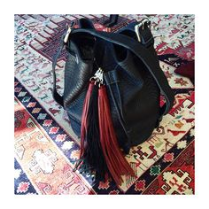 Clara bucket bag 799 kr. & maxi pompoms. Findes kun her http://mysisters.dk/shop/núnoo-bucketbag-548p.html