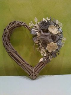 Cute Valentine Ideas, Valentines Design, Christmas Wood, Christmas Wreaths, Decor Crafts, Diy And Crafts, Horseshoe Crafts, Paper Weaving, Wicker Hearts
