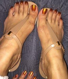 Beautiful Sandals, Beautiful Toes, Cute Toes, Pretty Toes, Feet Soles, Women's Feet, Black Dancers, Long Toenails, Teen Feet