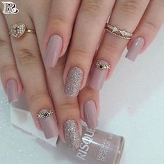 The advantage of the gel is that it allows you to enjoy your French manicure for a long time. There are four different ways to make a French manicure on gel nails. Chic Nail Designs, Elegant Nail Designs, Elegant Nails, Chic Nails, Stylish Nails, Gorgeous Nails, Fabulous Nails, Hair And Nails, My Nails