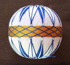 てまり「矢羽菊」白地、藍色花、金茶帯 手まり 手毬 手鞠|その他インテリア雑貨|てまり - ねこ|ハンドメイド通販・販売のCreema