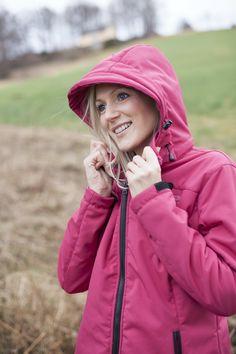 Softshell Mantel KEELE PEAK Damen: Wärmender, wasserabweisender, mit hochflorigem Kuschelfleece verarbeiteter Softshellmantel bis Gr 56.