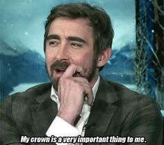 -Lee on the essentials of being an elf- ...his hobbit interviews are always so cute!