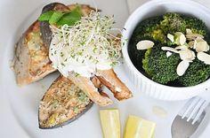 Pieczony łosoś z sosem miętowo – cytrynowym.
