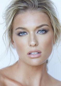 Blue eyes hair makeup by Julie Lam // photo by Kevin White - Weißes Haar Most Beautiful Faces, Gorgeous Eyes, Pretty Eyes, Gorgeous Women, Beautiful Women Blonde, Very Beautiful Woman, Blonde Women, Gorgeous Makeup, Beautiful Beach