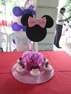centros de mesa minnie mouse - Google Search Minnie Mouse Decorations, Minnie Mouse Theme Party, Fiesta Mickey Mouse, Minnie Mouse Baby Shower, Minnie Mouse Pink, Minnie Birthday, Mickey Party, Mouse Parties, Birthday Parties