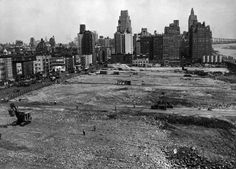 UN Construction - 42nd Street on the south, 48th Street on the north, First Avenue on the west, and Roosevelt Drive on the east. Visible at the far right is the Queensboro Bridge. (Photo by FPG/Getty Images), September 1948