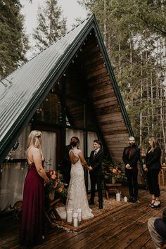 This lesbian LGBTQ same sex elopement near the base of Mount Rainier National Park was full of rain, cold, and most importantly love. Lgbt Wedding, Elope Wedding, Wedding Humor, Dream Wedding, Wedding Menu, Wedding Ideas, Wedding Details, 1920s Wedding, Wedding Vintage