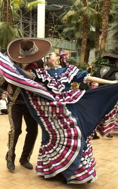 Ballet folklorico dance Folklorico Dresses, Ballet Folklorico, Mexican Costume, Folk Costume, Traditional Mexican Dress, Traditional Dresses, Mexican Heritage, Mexican Fashion, Mexico Culture