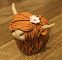 Fimo Polymer Clay Highlanders Highland Cow Ginger red Order at Eshie. Fimo Polymer Clay, Polymer Clay Animals, Polymer Clay Creations, Polymer Clay Figures, Polymer Clay Flowers, Clay Projects, Clay Crafts, Felt Crafts, Cow Cakes