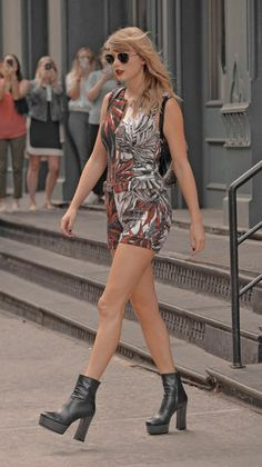 Taylor Swift Blog, All About Taylor Swift, Taylor Swift Pictures, Taylor Alison Swift, Eiffel Tower At Night, Sagittarius Girl, Now And Forever, Celebs, Celebrities
