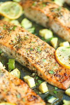 El salmón es uno de los alimentos preferidos por los nutriólogos… y si estás a dieta seguramente te pusieron salmón para una de tus comidas.La cosa es que, cuando lo preparamos siempre a la plancha, termina cansándonos el sabor. Aquí te dejamos una receta para darle un toquecito cítrico a tu...