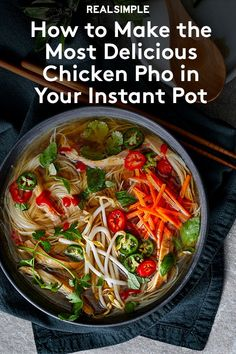 Learning how to make pho in Instant Pot is a total game changer for any pho lover. A really good Vietnamese pho noodle soup starts with a rich, aromatic broth and using an Instant Pot cuts down on hands-on time. Instant Pot Pho Recipe, Pho Recipe Easy, Instant Pot Dinner Recipes, Instant Pressure Cooker, Pressure Cooker Recipes, Pressure Cooker Pho, While 30 Recipes, How To Make Pho, Kitchens