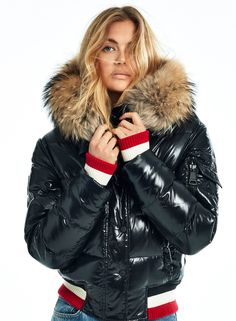 New York Girls, Down Puffer Coat, Puffy Jacket, Winter Jackets Women, Fashion Story, Color Stripes, Striped Knit, Cool Girl, Autumn Fashion