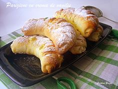 Pariziene cu crema de vanilie Romanian Food, Romanian Recipes, Croissant, Flower Making, Doughnuts, Crepes, Scones, My Recipes, Sausage