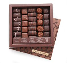 boite de chocolats Ilbarritz Artisan Chocolate, Chocolate Box, Chocolate Lovers, Return Gifts For Kids, Cookie Packaging, Chocolate Packaging, Cakes And More, Betta, Amazing Cakes