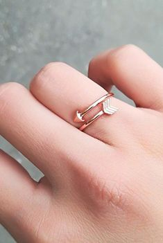 3c933659a2d7 Cute Minimalist Arrow Wrap Ring Simple Dainty Wired Metal Promise Rings for  Teens Fashion Jewelry for Women in Gold