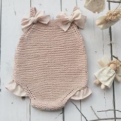 Inmyclosetgr: Knitted Overalls In Gray - DIY & Crafts Baby Knitting Patterns, Knitting For Kids, Baby Patterns, Crochet Patterns, Crochet Bikini, Knit Crochet, Crochet Hats, Kind Mode, Baby Dress