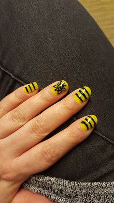 Bee themed nails 🐝💅