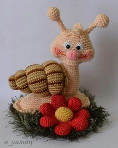 Amigurumi knitting toy recipes and models you can meet with a great web site you're aware of a click away from? Amigurumis are waiting for you. Crochet Snail, Crochet Amigurumi, Crochet Food, Love Crochet, Amigurumi Doll, Amigurumi Patterns, Crochet Animals, Crochet Crafts, Crochet Dolls