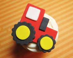 farm, tractor cake, cupcak topper, cupcak red, birthdays