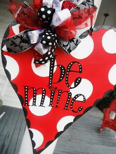 Most adorable/gorgeous Valentine's door decoration ever!