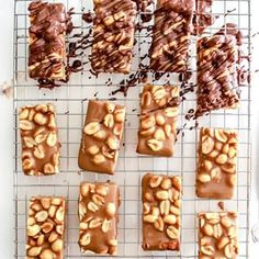 Healthy Homemade Snickers Bars - The Toasted Pine Nut Dairy Free Dark Chocolate, Chocolate Crunch, Chocolate Topping, Healthy Chocolate, Homemade Twix Bars, Homemade Peanut Butter Cups, Quinoa Cookies, Snickers Bar, Sugar Free Desserts