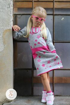Take a shirt - make a Dress anleitung Girls Dresses Sewing, Sewing Kids Clothes, Little Girl Dresses, Sewing For Kids, Fashion Sewing, Kids Fashion, Girls Designer Clothes, Childrens Sewing Patterns, Dress Tutorials