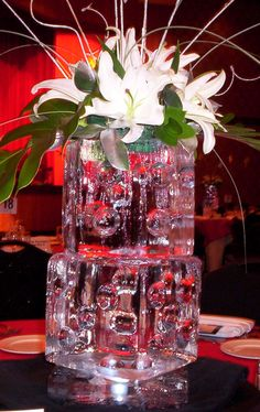 Ice Sculpture Centerpieces   http://www.arabiaweddings.com/tips/wedding-planning/ice-sculpture-centerpieces-your-wedding