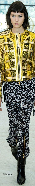 #Louis Vuitton Spring 2017 RTW #Jackets Fashion 2017, Fashion Show, Fashion Dresses, Fashion Design, Fashion Check, High Fashion, Louis Vuitton Collection, Military Fashion, Military Style