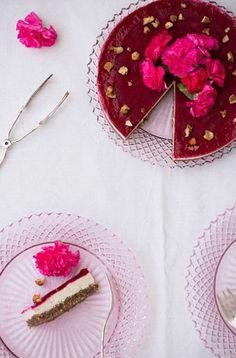 Geeiste Torte mit Beerenmus zuckerfreies Dessert