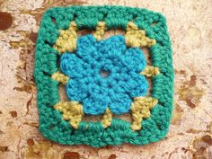 CraftyBitch 101: Free Forget-Me-Not Mini Granny Square Crochet Pattern