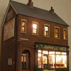 Keemar, Ralph (this wonderful house/shop will be on display at Miniatura 2014)
