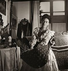 For two years German-born French photographer and photojournalist Gisèle Freund was welcomed into the home of Frida Kahlo and Diego Rivera to document the intricacies of their daily lives. Diego Rivera, Frida E Diego, Frida Art, Rare Images, Rare Photos, French Photographers, Portrait Photographers, Portraits, Feminist Icons