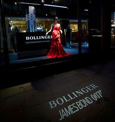 """For the much awaited première of the next James Bond film """"Skyfall"""", Her Majesty's secret agent, who celebrates 50 years on screen, steals the limelight in the renowned London store."""
